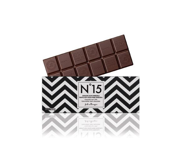 Ganážová náplň z kakaa z Venezuely v hořké čokoládě 70% kakaové sušiny.