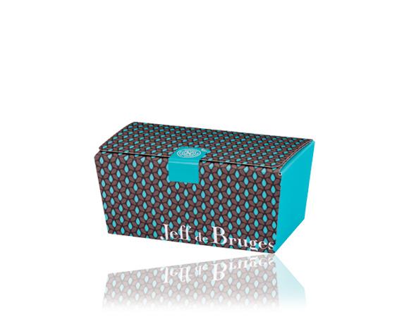 Ballotin obsahuje asi 44 pralinek , pro degustaci či jako dárek opět dle Vašeho výběru Vám připravíme krabičku.