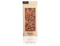Hořká čokoláda 70 % kakaové sušiny ozdobená sušenými malinami a kousky zkaramelizovaných mandlí.