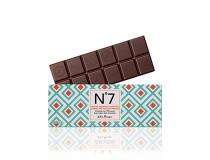 Pralinková náplň z mandlí a lískových oříšků v hořké čokoládě 70% kakaa, intenzivní a lahodná chuť.