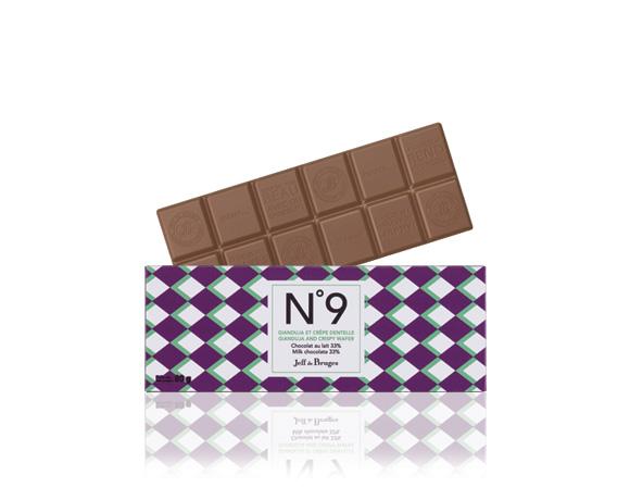 Mléčná čokoláda obohacená o nugát a kousky crêpe dentelle