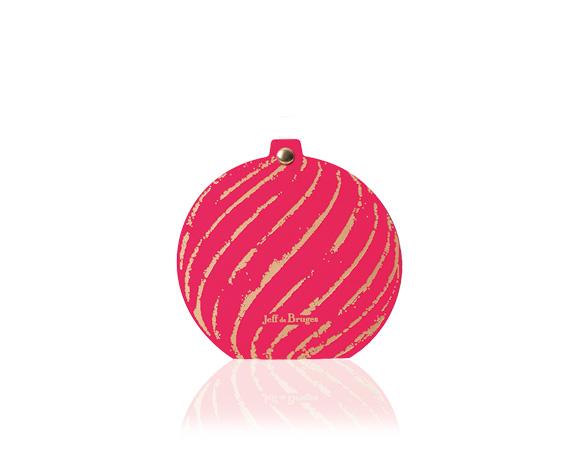 Tip na krásný a malý dárek : látkový sáček ve vánočních barvách se čtyřmi čokoládovými pralinkami z nabídky Jeff de Bruges.
