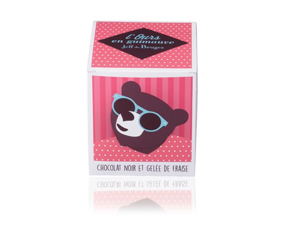 Dokonalá kombinace : medvědi v hořké čokoládě s jahodovou náplní, naše novinka.