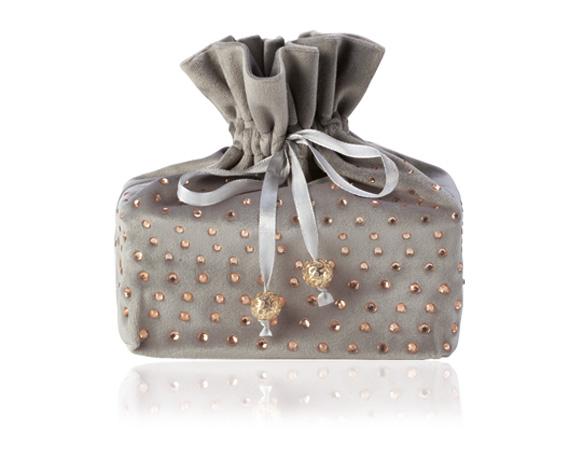 V ozdobném vánočním sáčku se skrývá náš balotánek s 500 g čokolády. Existuje v zelené, červené a šedé barvě.