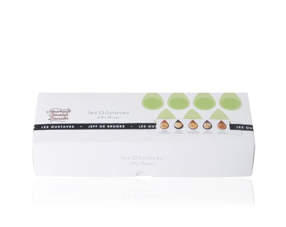 Krásná krabička obsahuje 15 ks jednotlivě balených Gustávů, od každého druhu tři kousky jednotlivě zabalené. Ideální pro ochutnání všech pěti receptur. Dokonalé spojení lahodné čokolády a mistrovské sušenky.