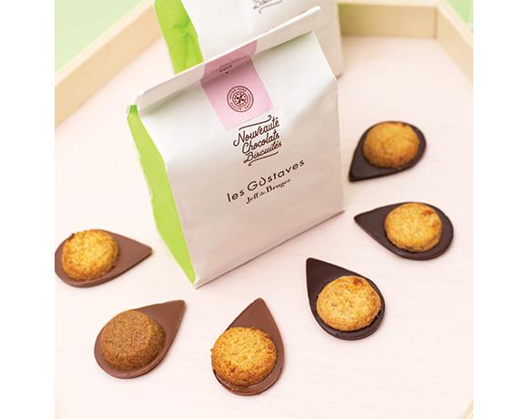 Jestli jste si našli v naší kolekci Gustávů svého favorita, pak Vám udělá radost sáček, kde je 8 ks jednotlivě balených Gustávů jedné receptury. Na výběr : citron a mléčná čokoláda, mandlová sušenka a hořká čokoláda, lískooříšková sušenka a mléčná čokoláda, skořice a mléčná čokoláda, brusinková sušenka a hořká čokoláda.
