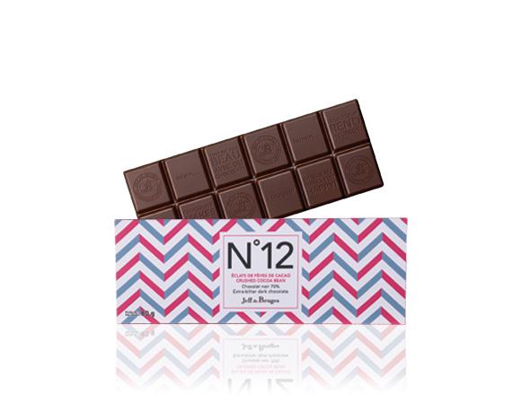 N°12 horká cokoláda 70 % kakaa kousky kakaových bobu.