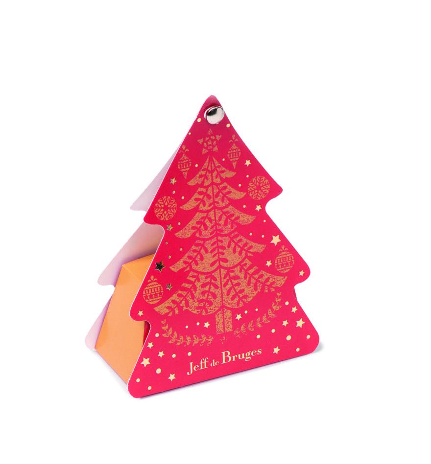 Tip na krásný a malý dárek : stromek ve vánočních barvách se čtyřmi čokoládovými pralinkami z nabídky Jeff de Bruges.